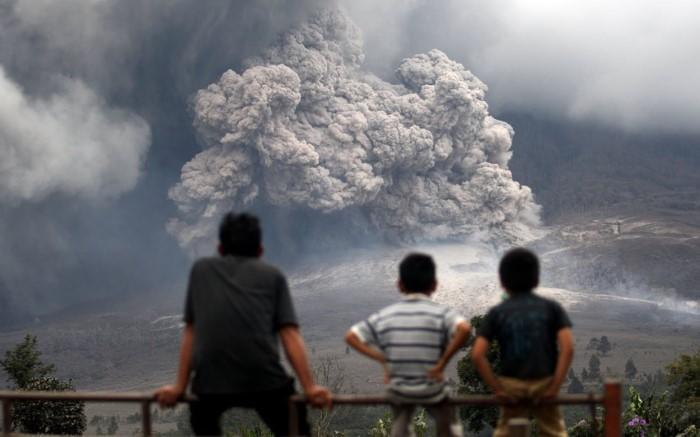 بركان سينابونغ في منطقة كارو