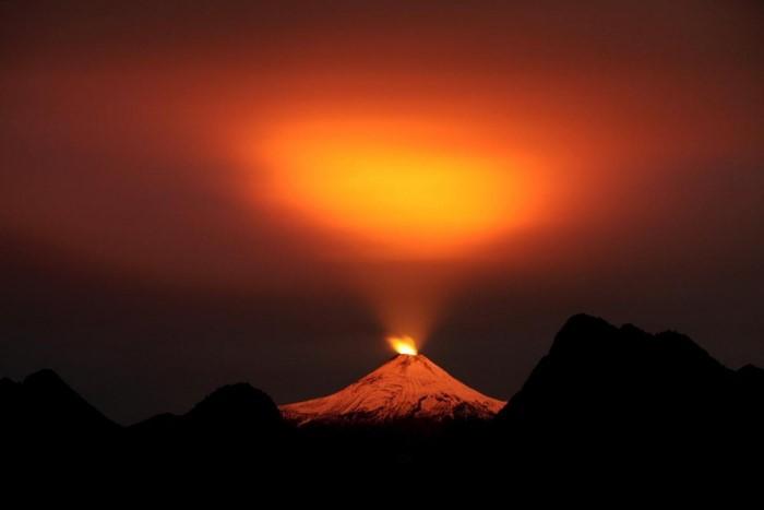 بركان فيلاريشا، بالقرب من منتجع بوكون التشيلي