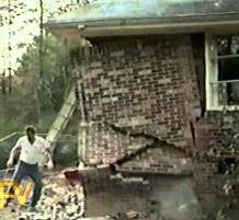 فيديو: جدار البيت يسقط عند محاولة اصلاحه