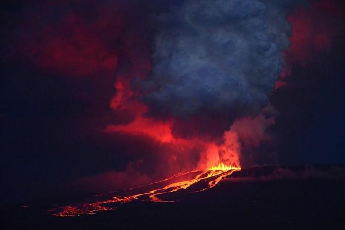 اندلاع ولف على جزيرة إيزابيلا، إكوادور، 25 مايو.