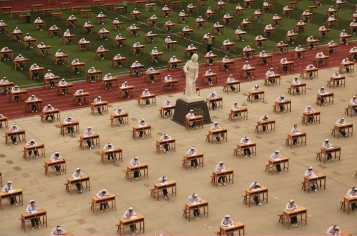طالبات التمريض في الصين يقدمون الامتحان  صور منوعة