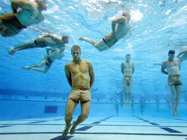 رجال البحرية لا يغرقون