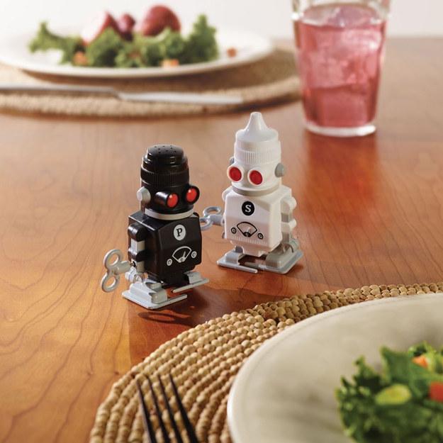 روبوتات لتقديم الملح والفلفل الأسود