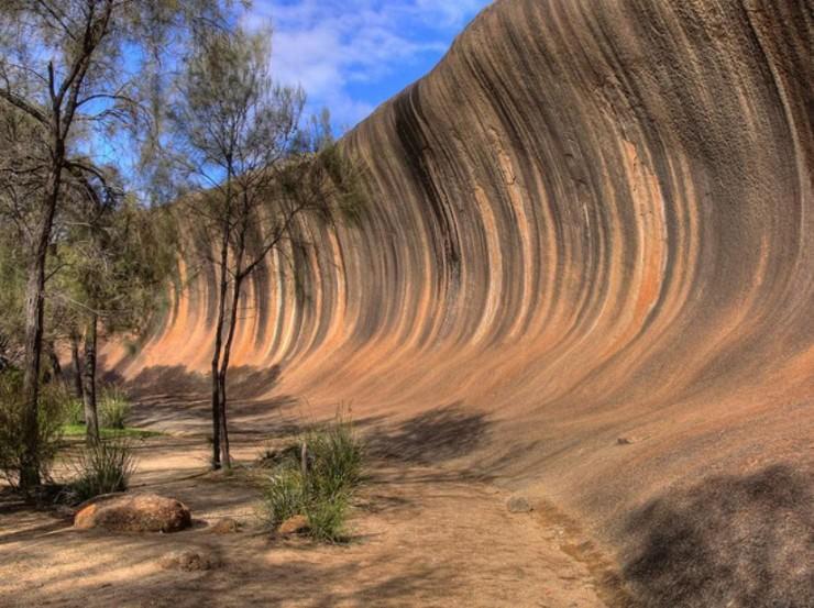 صخرة الأمواج