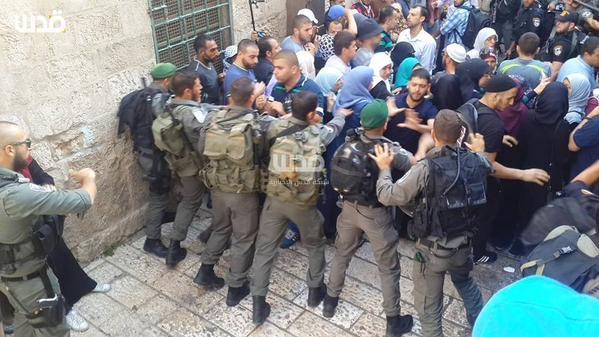 اعتداء ومحاصرة القوات الصهيونية للمرابطين بالمسجد الأقصى