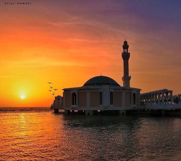 مسجد الرحمة على كورنيش مدينة جدة الشمالي