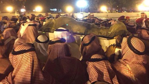 """مقبرة العدل بمكة المكرّمة تحتضن جثمان فقيد الوطن الأمير """"سعود الفيصل"""""""