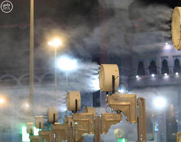 أكثر من 600 مروحة موزعة بساحات وسطح المسجد الحرام