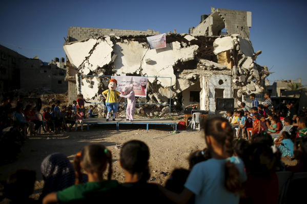 عرض فكاهي للأطفال في غزة