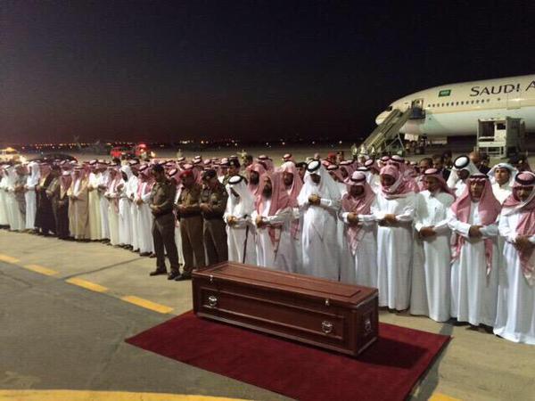 أهالي منطقة الشمال يؤدون الصلاة على الأمير عبدالله بن عبد العزيز