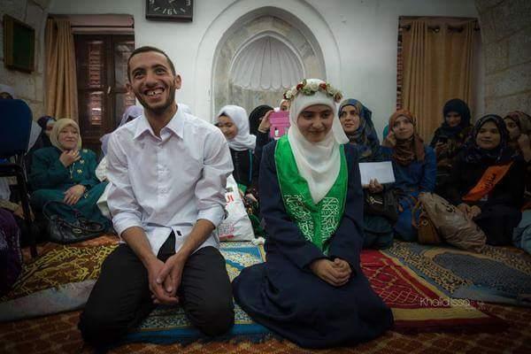 شاب وفتاة يعقدان قرانهما في المسجد الأقصى