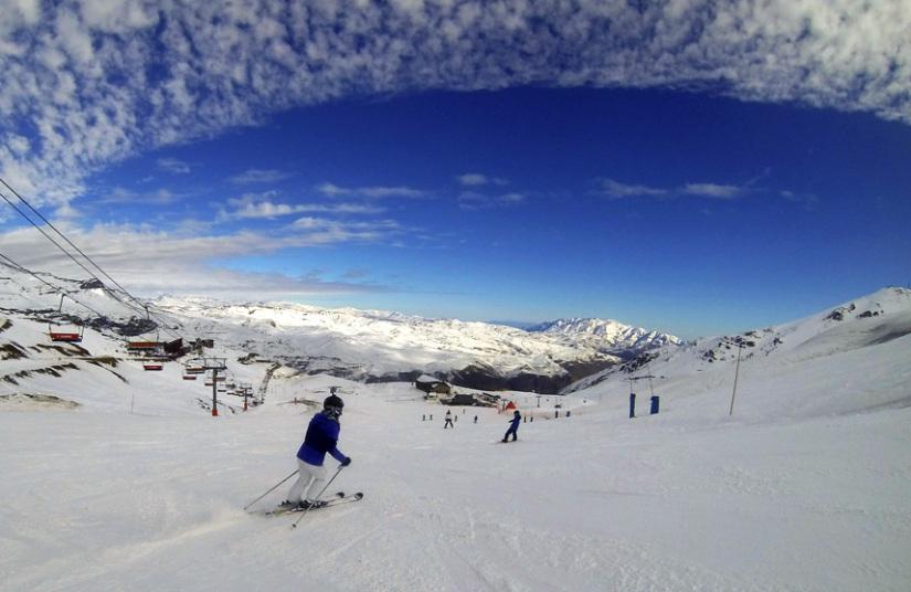 افتتاح موسم التزلج على الجليد في فالي نيفادو