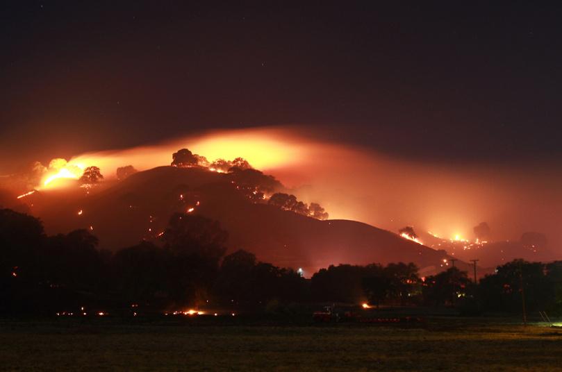 صورة تُظهر حرائق الغابات التي بدأت بالاشتداد والتوسع  في كاليفورنيا