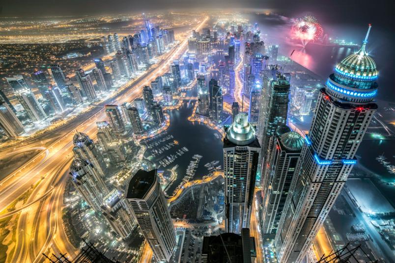 صورة تحبس الأنفاس التقطها المصور الماليزي Keow Wee Loong من ارتفاع شاهق لناطحات السحاب في دبي