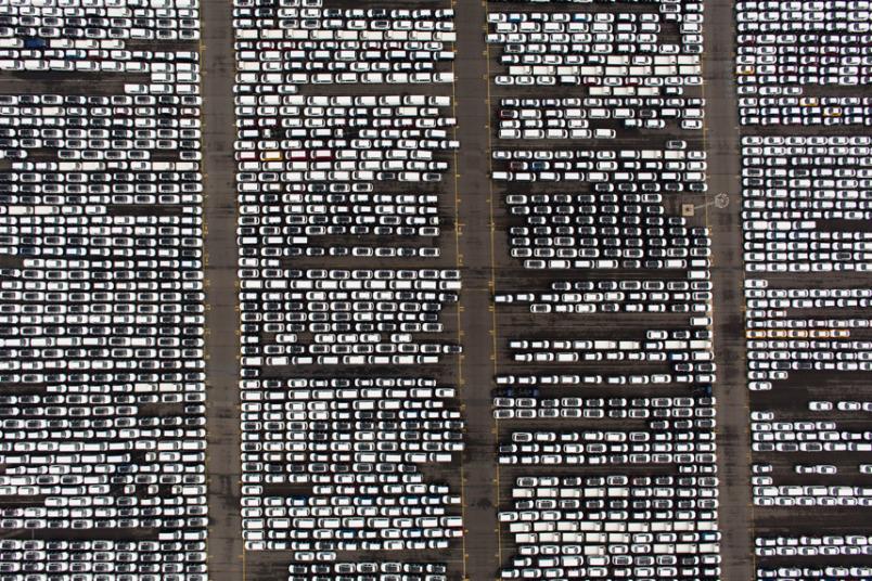 شحنة تضم المئات من سيارات هيونداي الجاهزة للتصدير