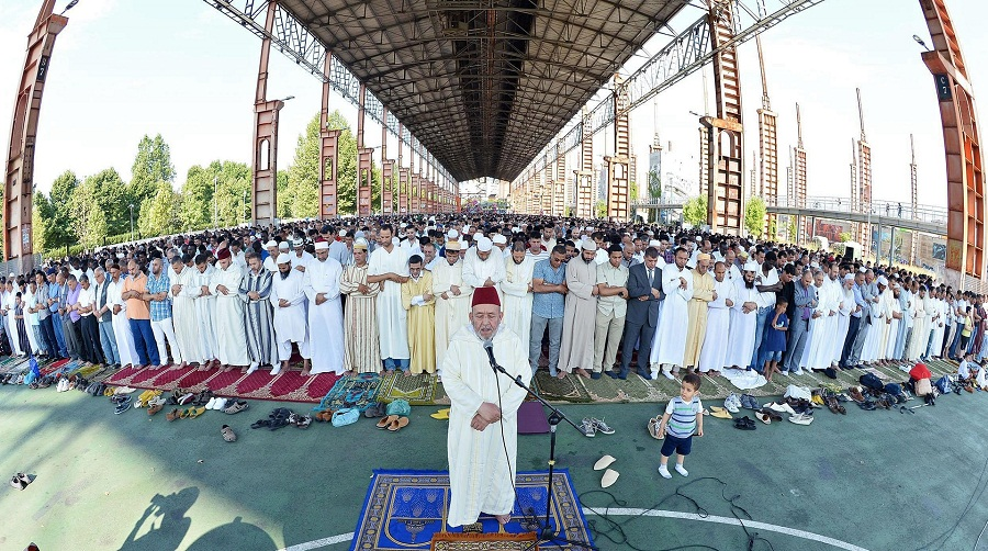 الآلاف من المسلمين يؤدون صلاة العيد في تورين