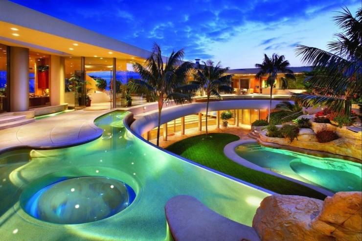 مجمع سباحة
