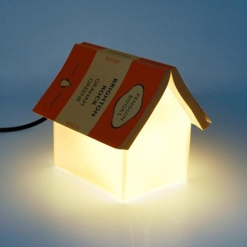 مصباح يعمل كفاصل كتاب