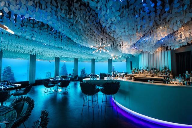 المطعم تحت الماء