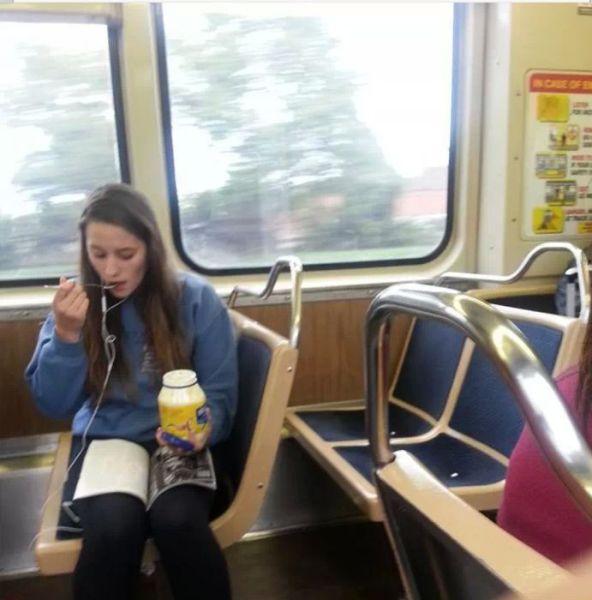 الاكل في القطار