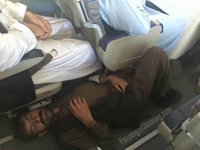 النوم في الطائرات