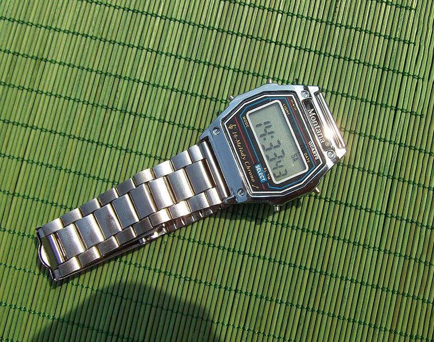 ساعة رقمية قديمة