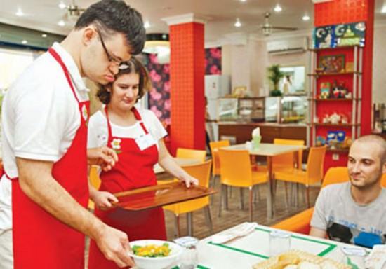 مقهى تركي يديره فقط موظفين ذو متلازمة داون