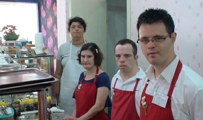 مقهى يديره فقط موظفين ذو متلازمة داون