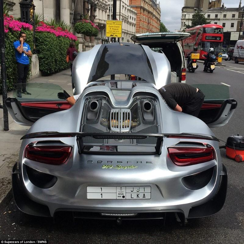 سيارة فاخرة