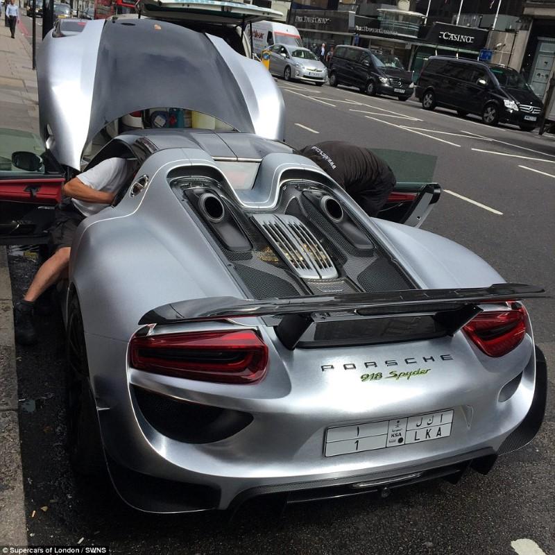 سيارة فاخرة في لندن