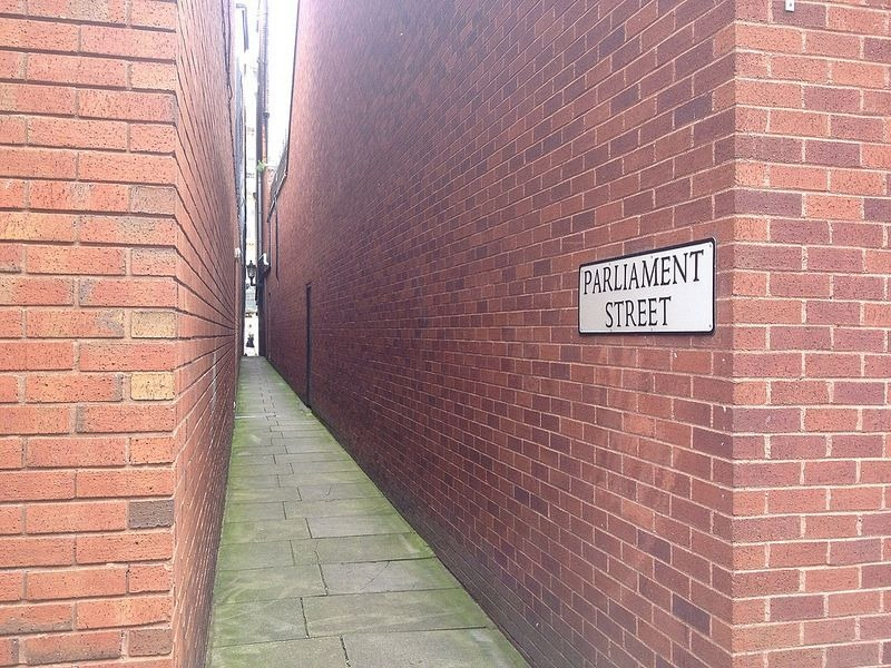شارع البرلمان الضيق في انجلترا