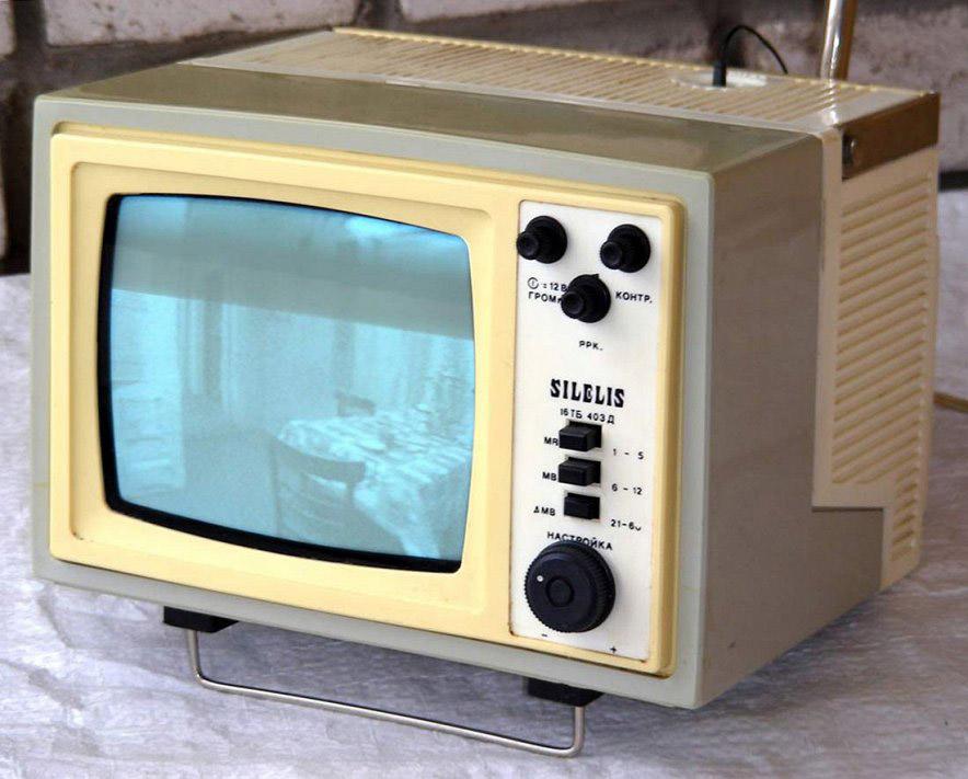 أول تلفاز متنقل