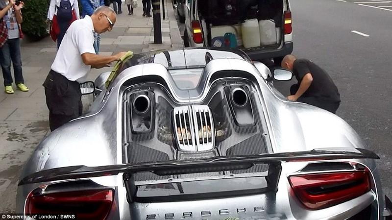 سيارة سعودي فاخرة في لندن