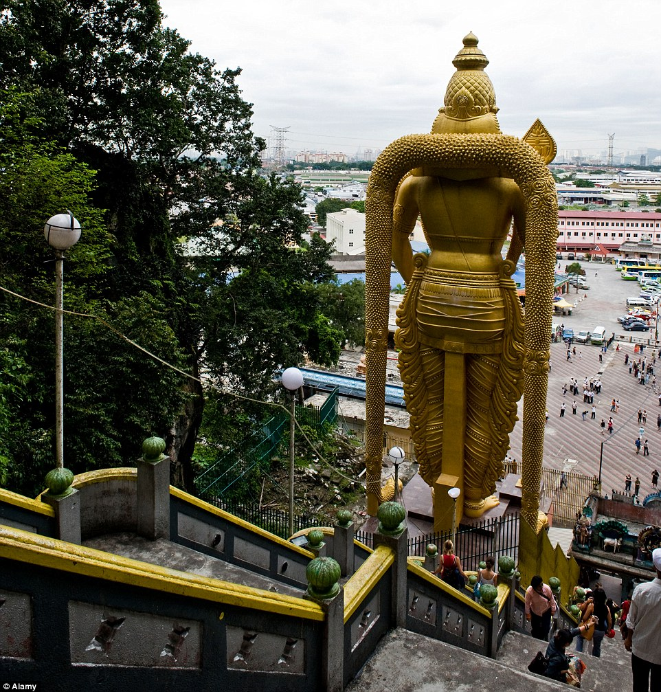 تمثال مورغن الذهبي في نيبال
