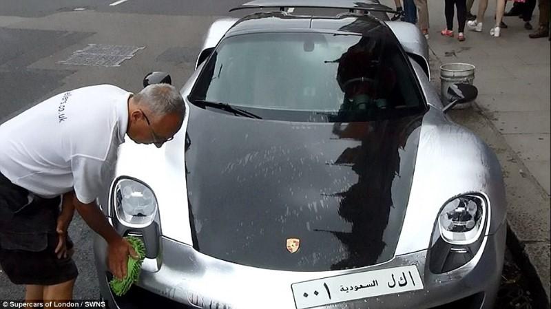 تعطيل حركة السير في لندن بسب سيارة ملياردير سعودي فاخرة