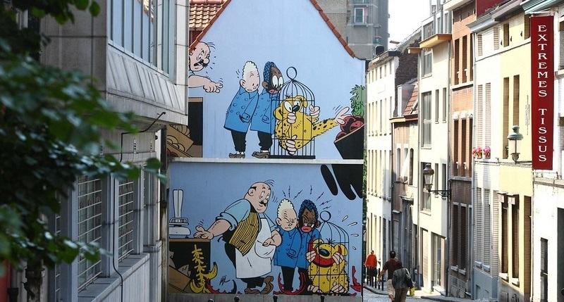 Comics on the walls of buildings in Brussels