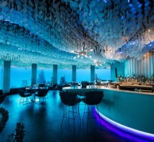underwater-restaurant-lets-guests-dine-in-the-ocean