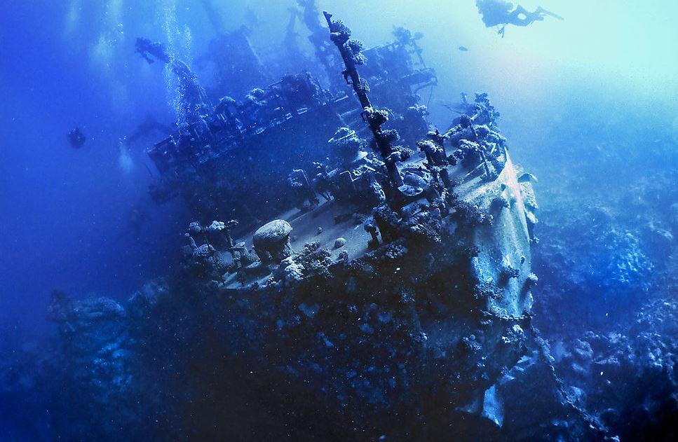 سفينة تحت الماء