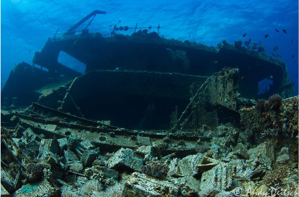 سفن تحت الماء