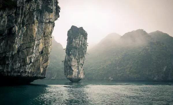 خليج هالونج بفيتنام