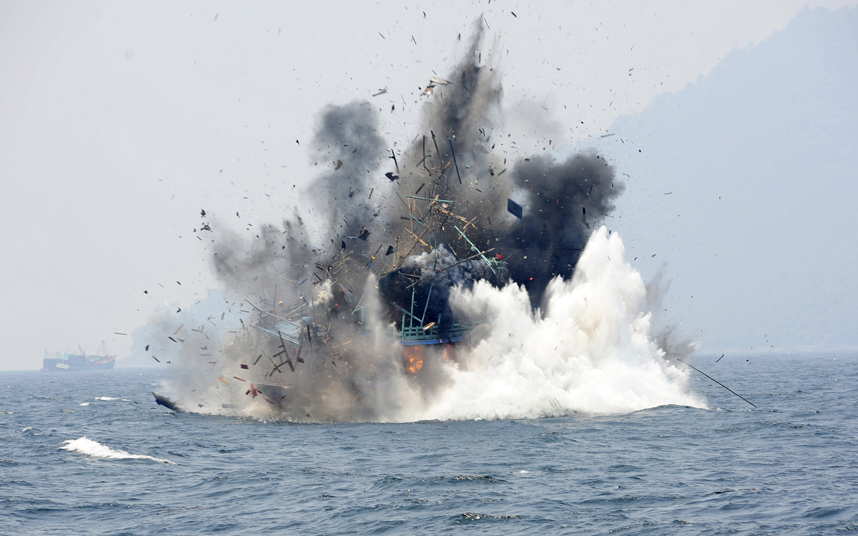 تفجير زورق صيد