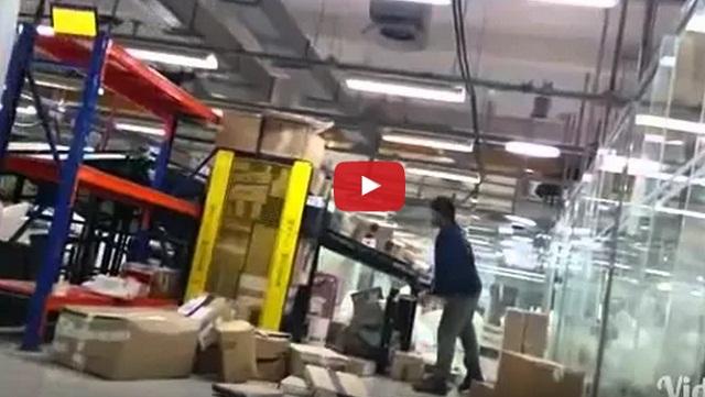 فيديو إهمال موظف