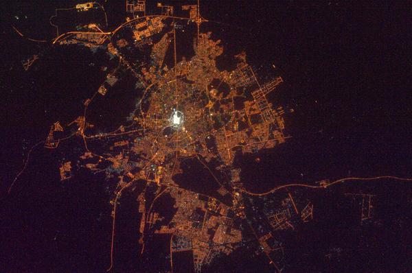أضواء مكة المكرمة والمدينة المنورة من الفضاء