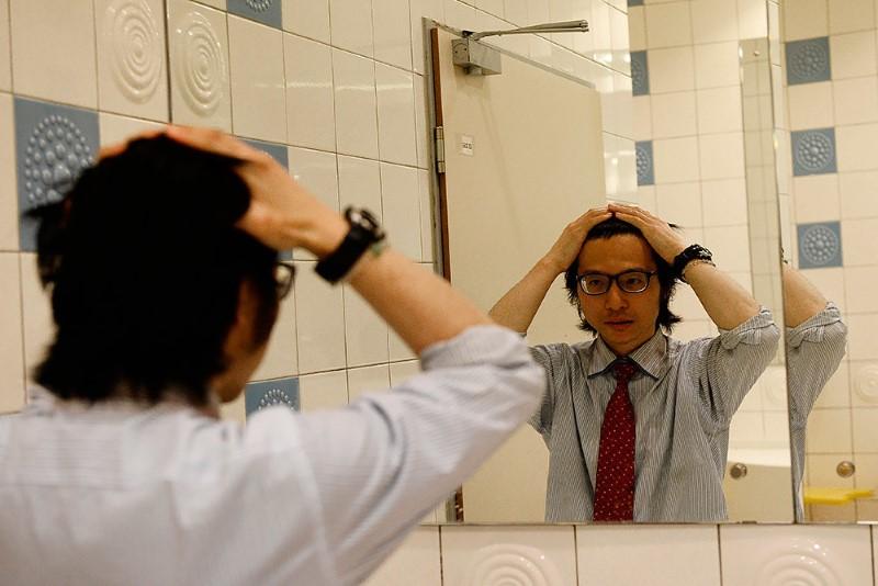1-صحفي-ياباني-يعيش-في-مطار-روسي-لمدة-شهرين