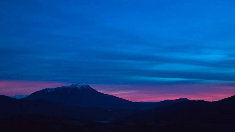 سماء زرقاء في المناطق الجليدية