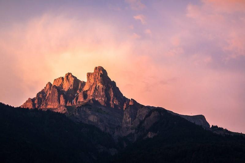 خلفية جبال طبيعية ساحرة