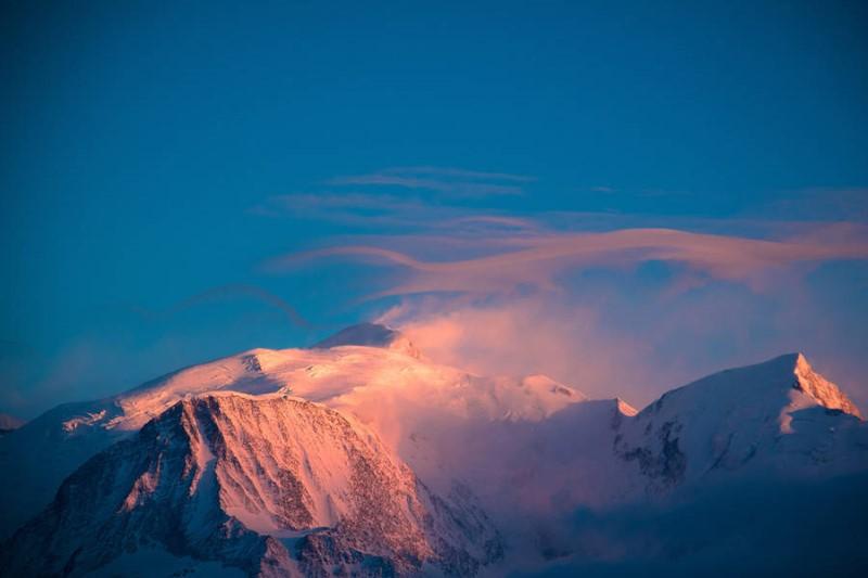 سحر الطبيعة في القمم الثلجية