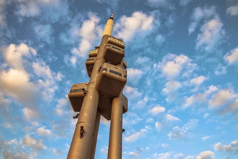 """برج التلفاز """"زيزكوف""""، براغ"""