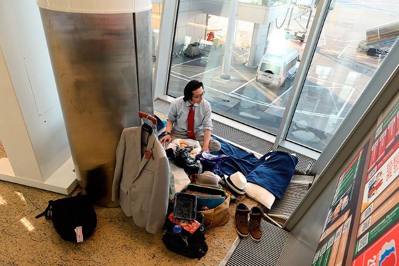 2-صحفي-ياباني-يعيش-في-مطار-روسي-لمدة-شهرين