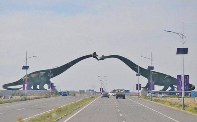 جسر على شكل ديناصورات